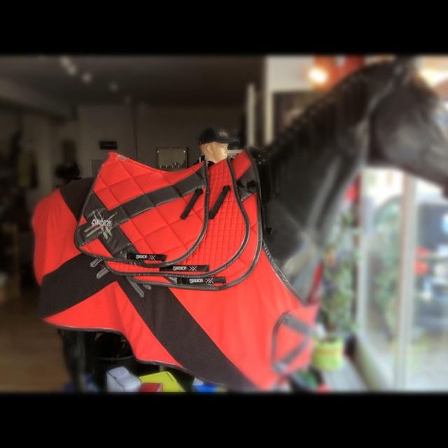Ganz neu: #ESKADRON next Generation Schabracke und Abschwitzdecke bei Reitsport Cavallino  http://www.reitsport-cavallino.de