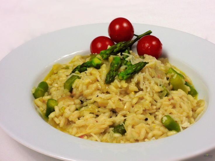 Až jednou ochutnáte pravé, italské, mokré risotto, pravděpodobně se zamilujete. A řeknu vám, že tahle chřestová varianta je obzvlášť sexy :)