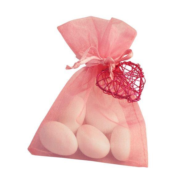 Organzasäckchen befüllt mit weißen Mandeln als Gastgeschenk zur Hochzeit. In diversen Farben erhältlich.