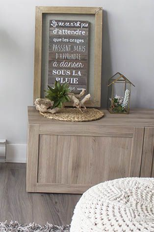 Rustic touches in the living room #rustic #rustichome #rusticstyle #farmhousestyle #succulent #wallart