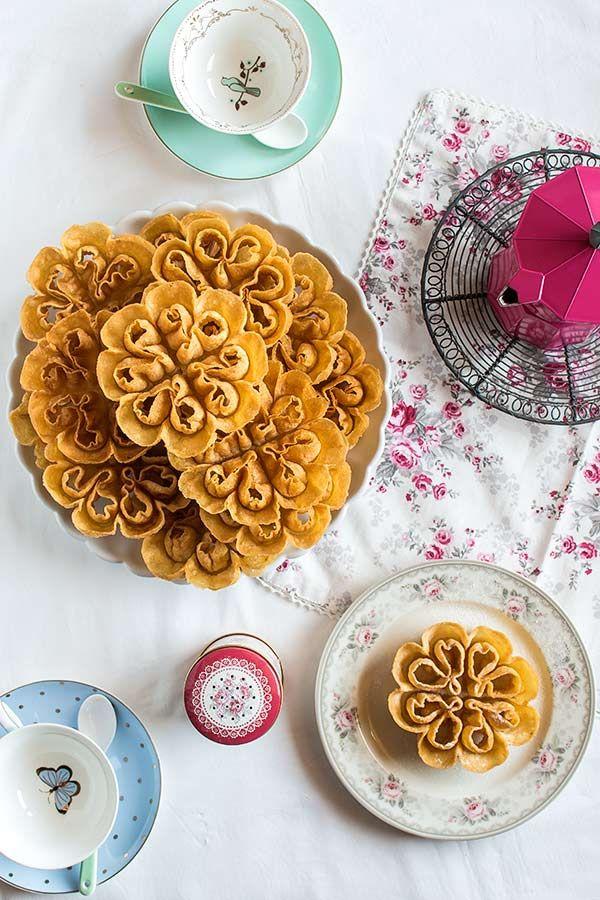 """flores semana santa.. in Indonesia we called it """"kembang goyang"""""""