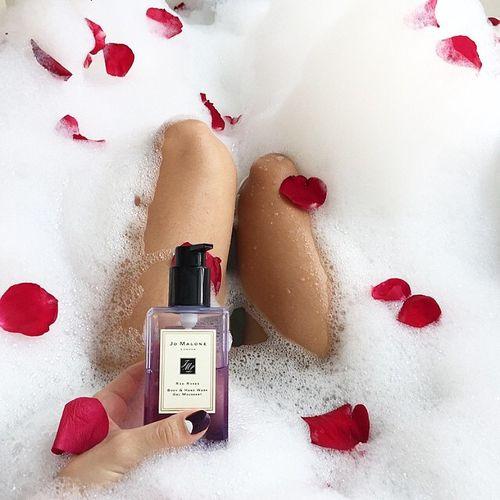 見た目にも贅沢な泡のお風呂に、一度は憧れた女性も多いはず。自宅で簡単に贅沢なバブルバスが楽しめるアイテムもたくさん発売されています。そんな中から、特に贅沢感のある、使って楽しいバスフォームをご紹介します♡