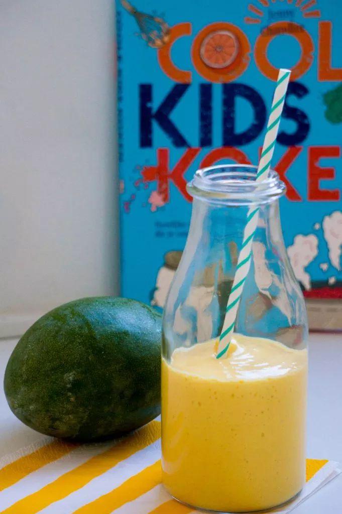 Een Indische klassiekere: Mango Lassi. Lekkere zoete smoothie zonder geraffineerde suikers.