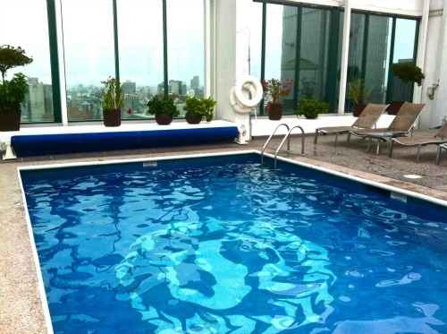 Rooftop pool at Sheraton Maria Isabel Hotel & Towers in Mexico City