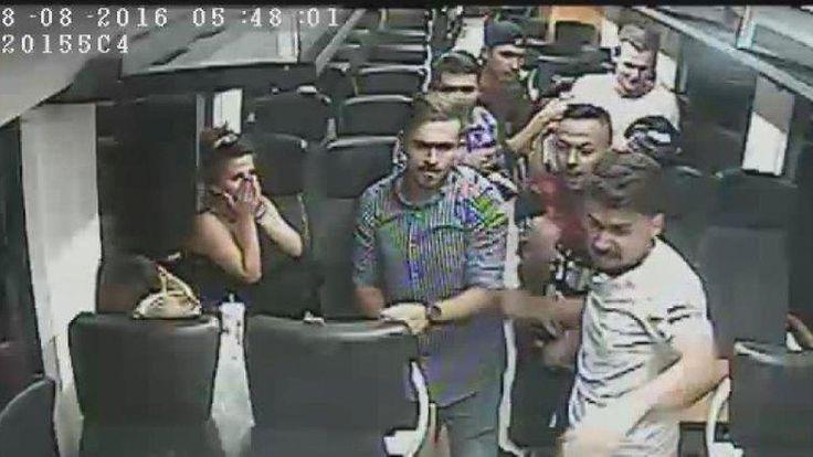 Fahndungsfotos aus Regionalzug: Polizei sucht Schläger von Asylbewerbern