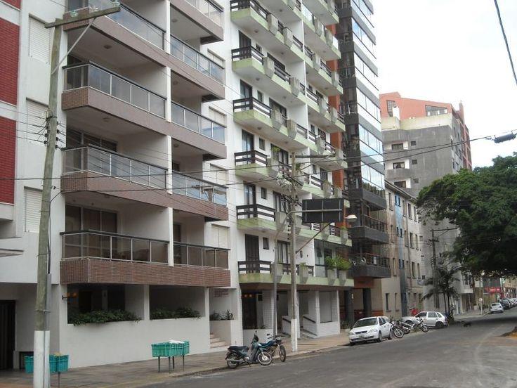 Alugo apartamento no Torres Apartamento mobiliado de alto padrão, 2 quartos, um quarto de casal com ventilador, o segundo quarto contém uma beliche mais uma cama solteiro, com ventilador, 1