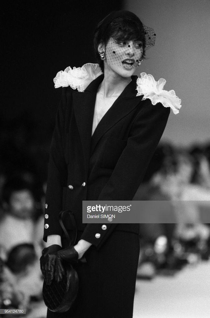 77cbda93bff57 Inès de La Fressange lors du défilé Chanel