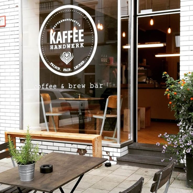 Kaffeehandwerk is a coffee & brew bar in Düsseldorf-Flingern, Germany. Try the amazing coffee with the homemade cheesecake.