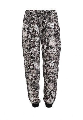 Легкие летние брюки от бренда Bebe. Модель свободного кроя выполнена из мягкого на ощупь материала с цветочным узором. Детали: эластичный пояс со шнурком, боковые карманы, трикотажный манжеты. http://j.mp/1pN8h5u