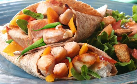 Chicken Mango Wraps! A great way to makeover leftovers and sneak extra veggies into your #lunchbox