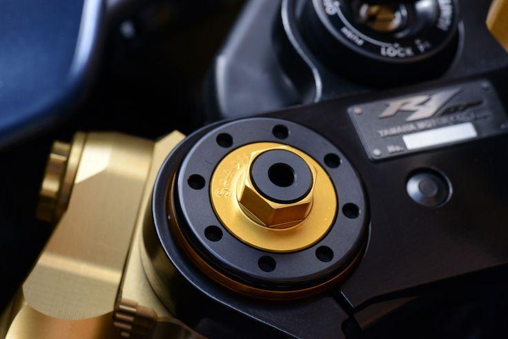 Yamaha R1 SP Ohlins gold forks