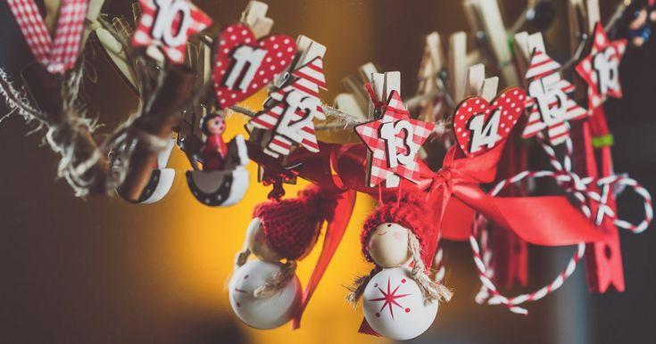 Plutôt que d'acheter un calendrier de l'Avent contenant du chocolat, pourquoi ne pas bricoler vous-même le vôtre, personnalisé selon vos goûts et ceux de votre famille?