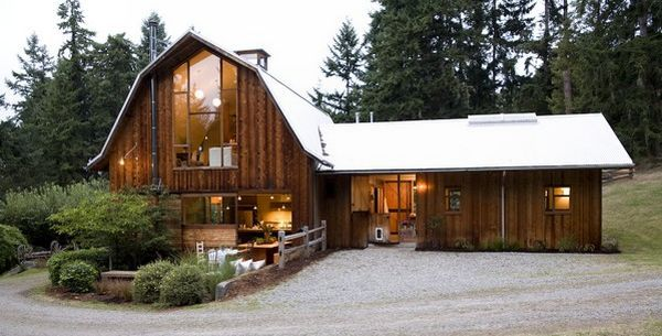 Very nice little barn converted to living quarters with a for Barns with living quarters plans