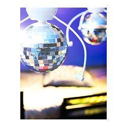 - Door het lange snoer kan de discobol in het midden van de kamer of aan de zijkant worden gemonteerd.