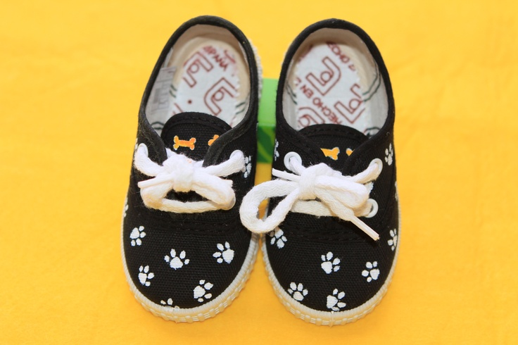Zapatillas pintadas a mano www.sweetlitleshoes.com
