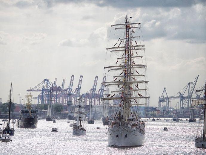 Einlaufparade Hafengeburtstag 2015