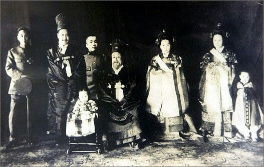 The  last royal family of Joseon dynasity, king Go-Jong is the second one from left.