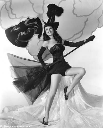 25 Vintage Halloween Pin-Up Photos from Odd to Awesome