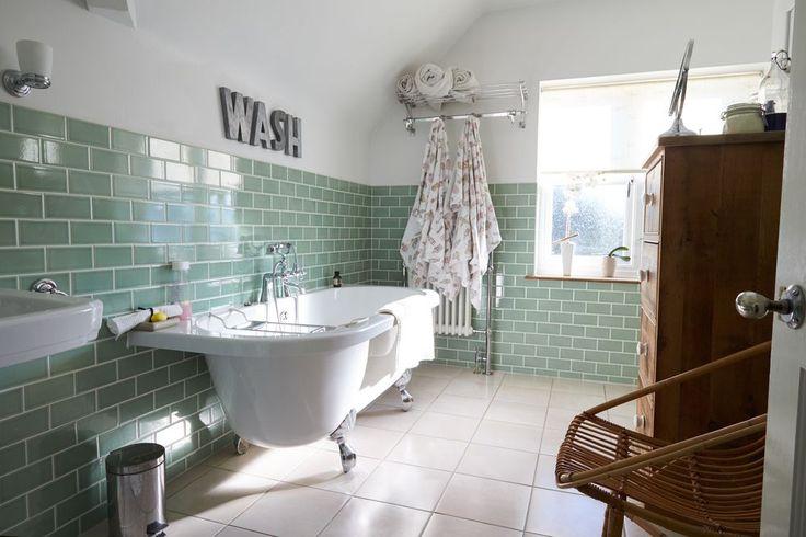1000 id es sur le th me baignoire sur pieds sur pinterest baignoires baignoire remous et. Black Bedroom Furniture Sets. Home Design Ideas
