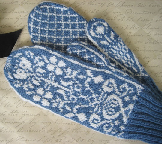 Wonderful mittens with floral design
