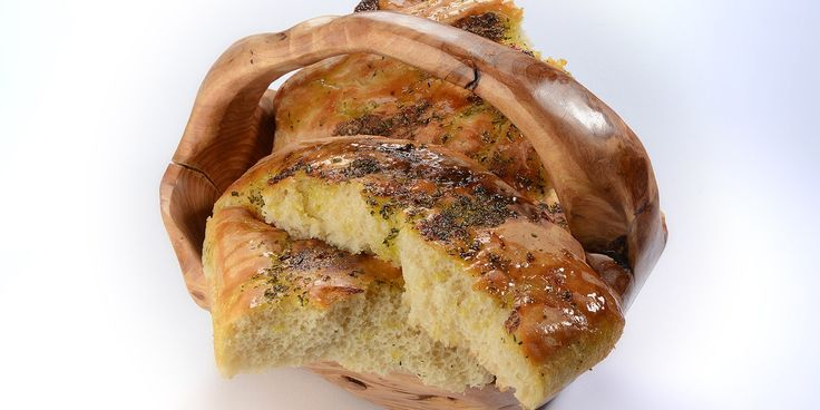 A delicious garlic bread recipe from Lisa Allen, the perfect side dish for a barbecue or picnic.