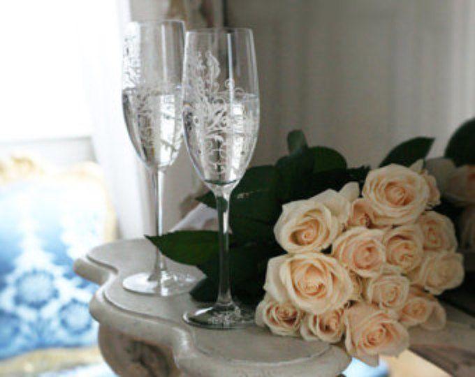 Peint à la main mariage grillage flûtes Set de 2 personnalisé Champagne verres blanc ornements avec cristaux