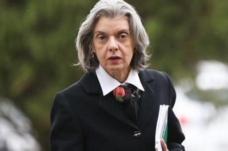 Cármen Lúcia está responsáveis pelos despachos durante o recesso do judiciário