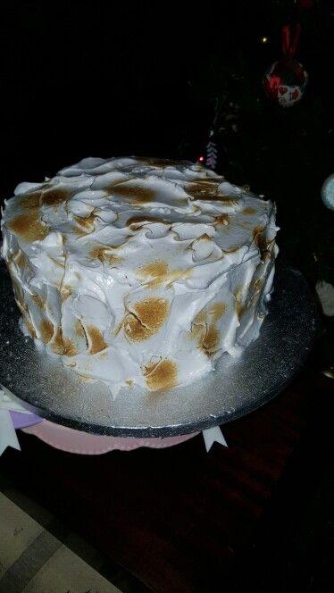 Chiffon cake con crema e lamponi meringata