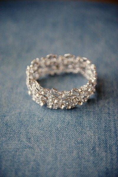 If I had to get just a wedding band I would most DEFINITELY get something like this. So pretty!! :) <3