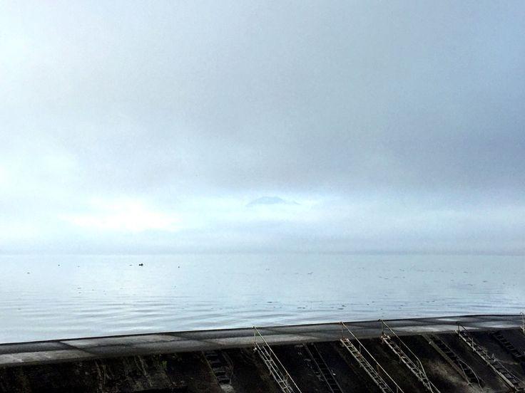 おはようございます(^o^)/  今日の桜島です。  頂上が少し見えるのがわかるでしょうか?  錦織圭選手、ベスト4進出しました。  今度こそジョコビッチをグリッとして欲しいですね。  今日も1日、元気に頑張っていきましょう!!!