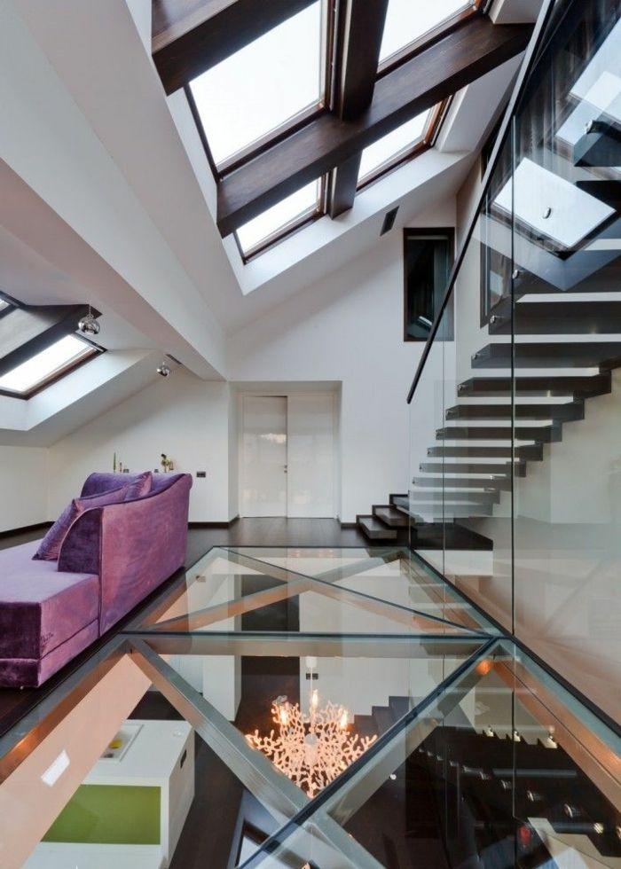 le plus moderne salon avec un sol en verre, carrelage transparent, salon sous pente