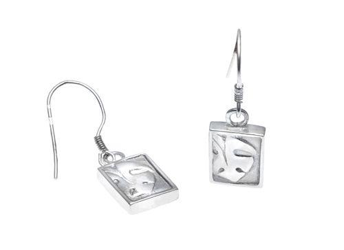 TYYNI HELLE egyedi ezüst leveles fülbevaló. Ha saját egyéni ötletedet szeretnéd elkészíttetni -ékszer :gyűrű, medál, fülbevaló, karkötő- keress meg bátran. Érdeklődés vagy rendelés: tyynihelle@gmail.com, www.szilasjudit.hu  06-20-217-59-65