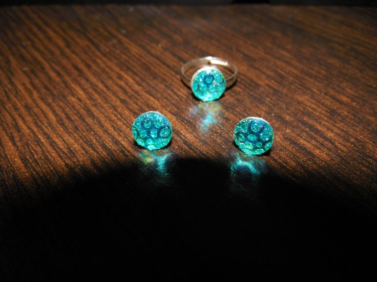 bague réglable et clou d'oreille assortis http://www.alittlemarket.com/boutique/fantaisyum_bijoux-1171665.html