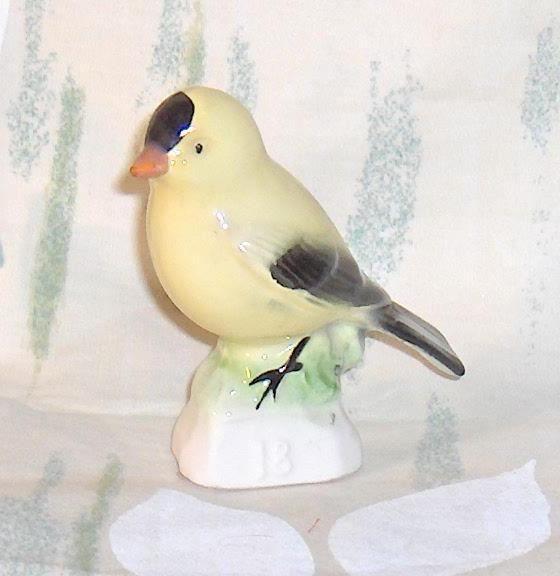 Tea  Premium  Vintage Bird Goldfinch  Canadian Tenderleaf # 18 Tender Leaf