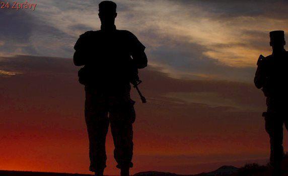 Okamžik před smrtí: Armáda USA ukázala snímek výbuchu, při kterém zahynula fotografka