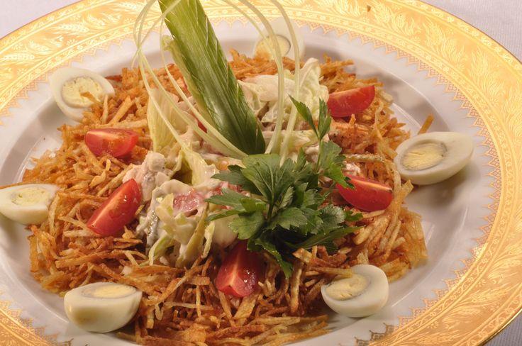Салат из курицы с грибами сладким перцем и чесноком