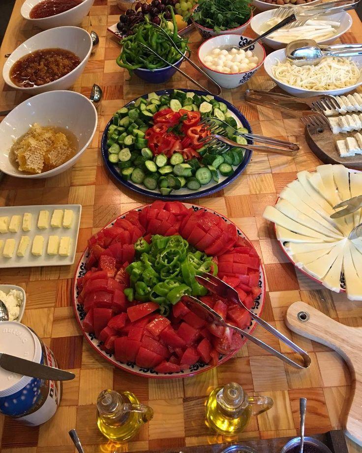 Yarın  varsa kahvaltı @sermestcafebuyukada nın iç salonunda olacak demektir