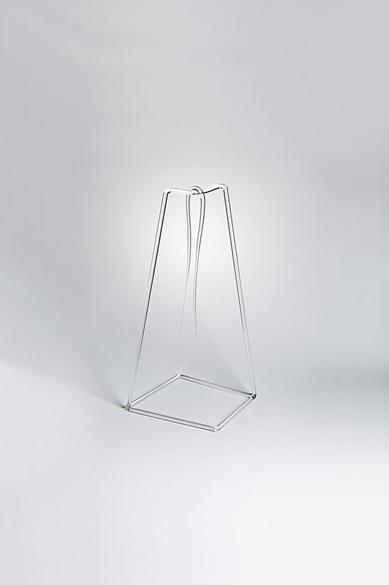 FIL designed by Sam Baron - When the line become physical reality, a string is displayed on a simple geometric structure as if it was there, a kind of water color suspended & drying for eternity. #drawingglass #fabricadesignstudio #fabrica #design #glass #sambaron #massimolunardon