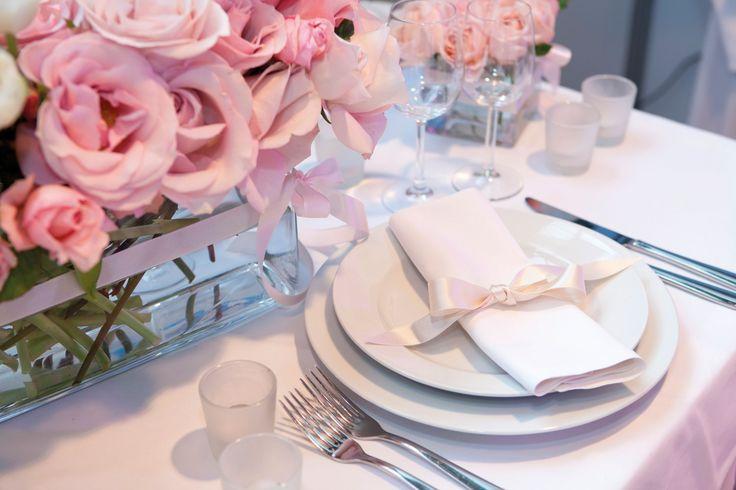 Hochzeitsessen und Tischdekoration - in unserem Blog erfahren Sie, worauf Sie achten müssen bei einem gelungenen Hochzeitsfest.