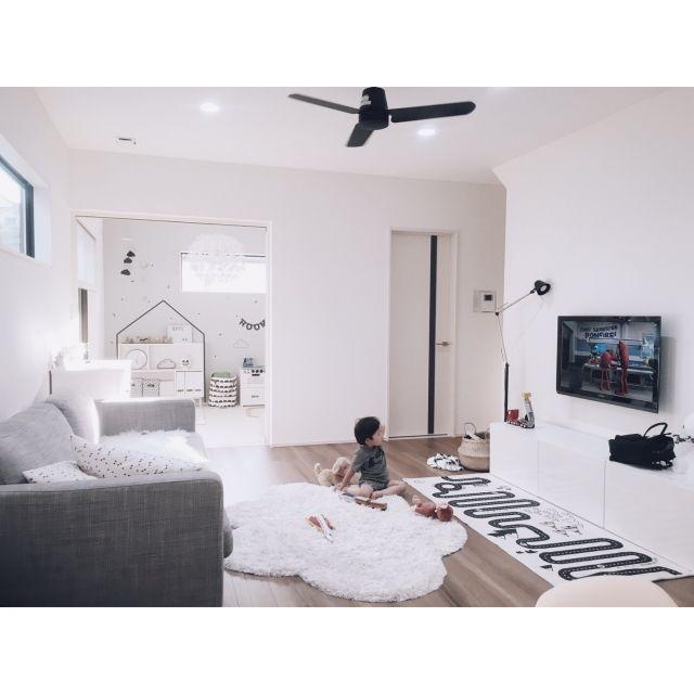 chakiさんの、部屋全体,IKEA,子供部屋,ミッフィー,リビング,北欧,シンプル,白黒,雲,モノトーン,ファン,こども部屋,キッズスペース,こどもスペース,小さなお家,遊び部屋,こどもと暮らす。,ライトボックス,アドベンチャーラグ,ig☞chay_ttt,のお部屋写真