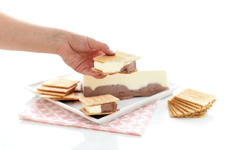 Receta de un clásico del verano, para tener siempre a mano en casa, el helado en barra al corte de chocolate y vainilla hecho con Thermomix ®.