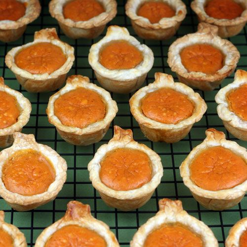 Pumpkin Pie Bites - cream cheese, sugar, canned pumpkin, eggs, vanilla, pumpkin pie spice. So cute!
