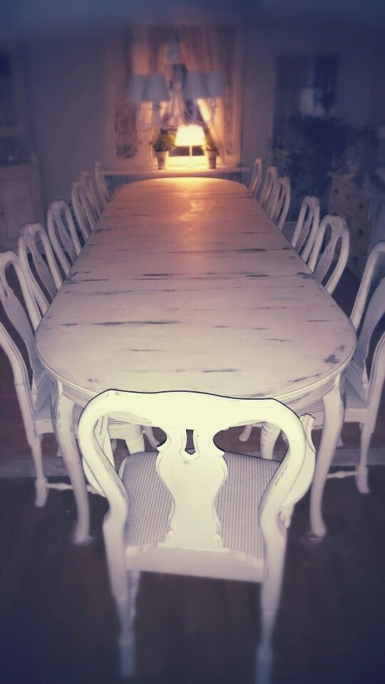 """new dinnertable""  Chalkpaint old white,  sanding and wax from Annie Sloan"