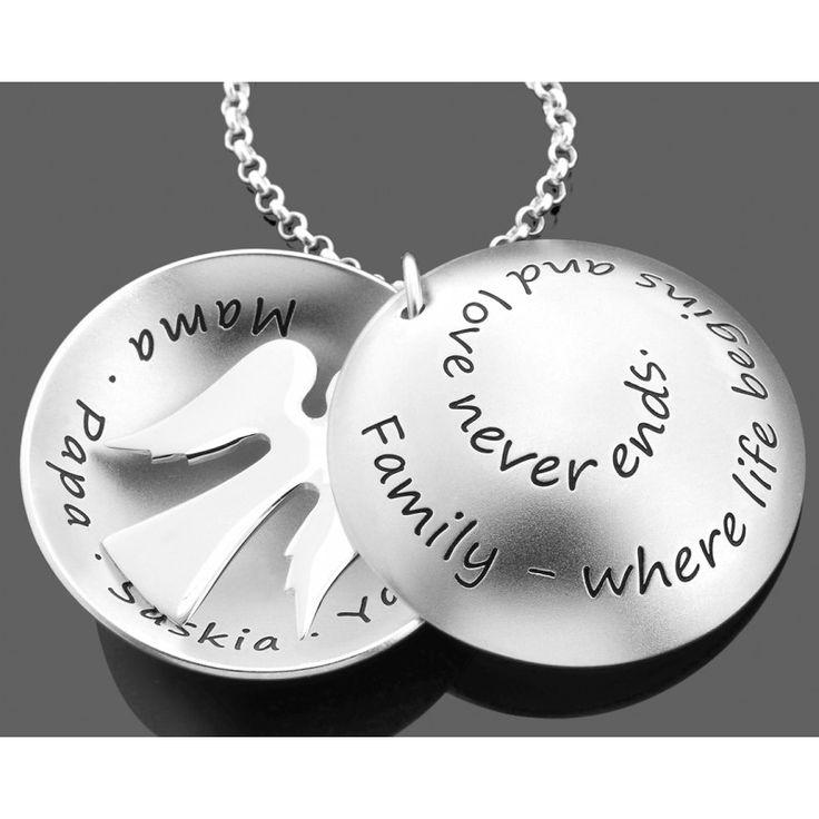 Eine wunderschöne Taufkette mit Ihrem Wunschtext, Namen und/oder Datum aus 925 Sterling Silber. In dem Medaillon hängt ein 925 Sterling Silber Engel. Dieses Schmuckstück ist ein zauberhaftes Geschenk zur Taufe oder als Familienschmuck.