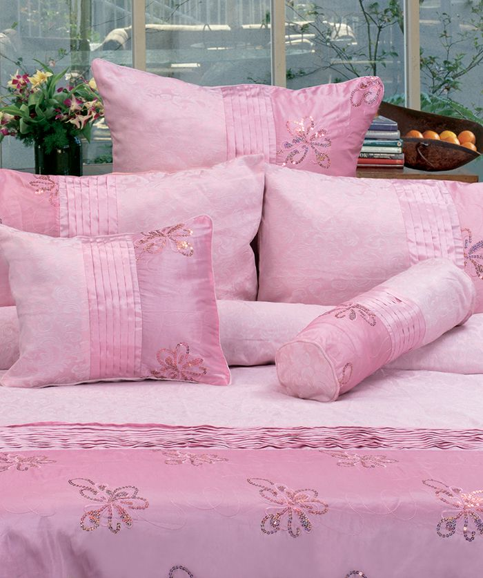 """Contempory bedlinen for your home. The """"Bella - Aqua"""" Jacquard quilt cover set, is made from high quality jacquard, polyester and cotton fabric and has a knife edge finish. This design combines pinktucKing on the quilt cover and accessories with a touch sequins in a floral design. This design is sure to smarten up your bedroom."""