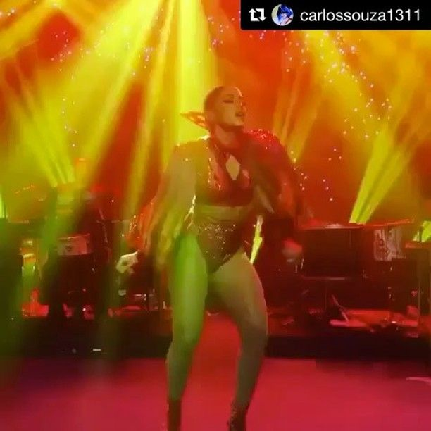 In the meanwhile IN BRAZIL 😩 it's Carnival 🎊and #Anitta its killing it #brazilian 🙌🏻. Welcome to My Photo Diary :) #Life#Love#Inspirational#Quotes#Work #Gastronomy#Fashion#GOD#Dogs#Yoga #Travel#Healthy#Passion#Happiness#Friends#Peace#Family#Music#Fun#Sun#Home#Movies#Snow#Books#Travel#Dinner#NYC (#World) ! by ana.curado. brazilian #god #family #books #happiness #fashion #dogs #love #nyc #inspirational #peace #quotes #snow #yoga #dinner #home #gastronomy #healthy #sun #friends #world…