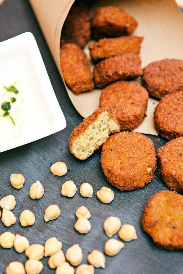 Scopri la ricetta dei falafel perfetti!   Ricetta su: http://karmaveg.it/falafel-la-ricetta-perfetta/