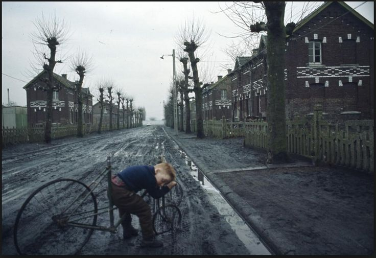 John Bulmer // i like this image for its odd subject matter. In my own shoots i will look for similar moments