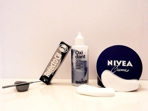 Wimpern färben ist nicht nur für Hellhaarige eine zeitsparende Alternative zum täglichen Wimpern tuschen. Ich zeige hier mal, wie einfach das funktioniert.
