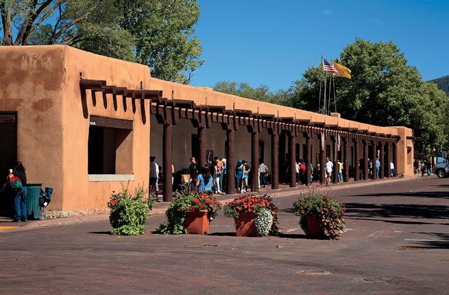 NM: Santa Fe Plaza - Join the fun in this lively square, the city's historic heart and gathering spot. Events such as September's Fiestas de Santa Fe are good times to explore galleries and restaurants—or browse in tourist shops.